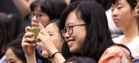 Zhruba dvě stovky čínských studentů se učí na letních školách ... 1e7d244fa6c